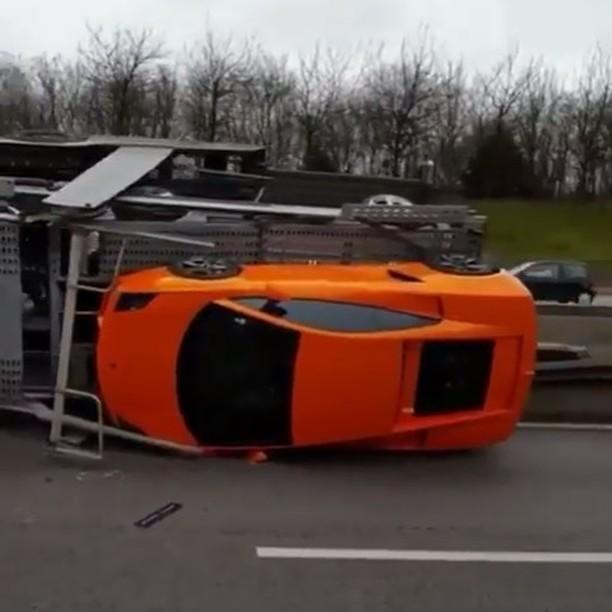 حادث,سيارات_غالية,شاحنة,خسارة