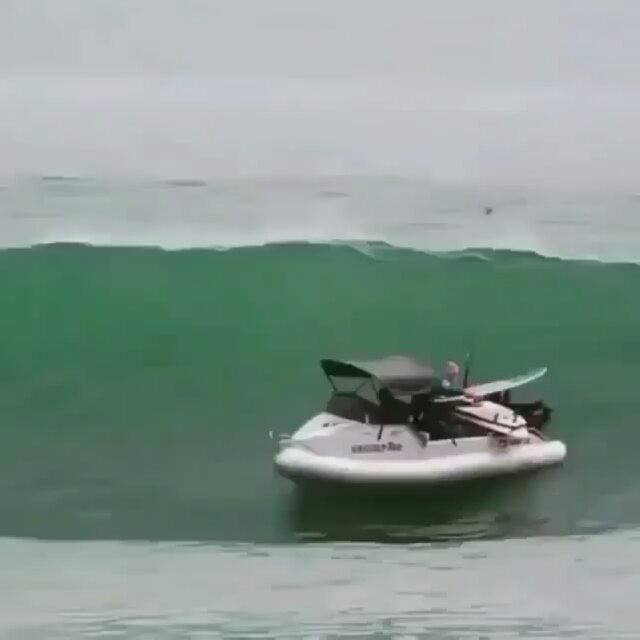 طراد,قارب,مركب,بحر,موج,حادث_قارب