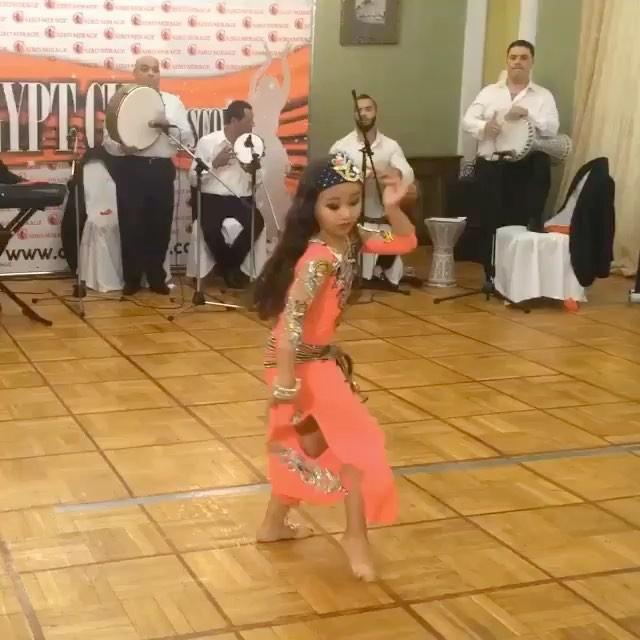 بنت,ترقص,صغيرة,